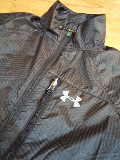 アンダーアーマーのランニングジャケット