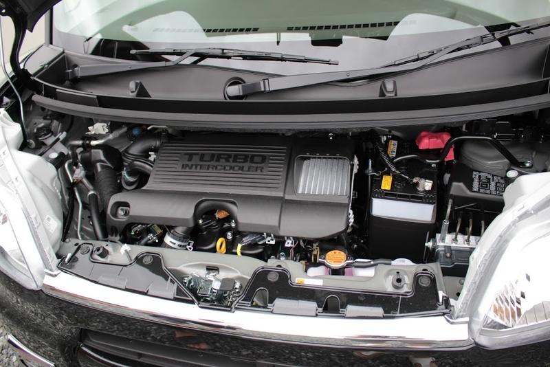 タント(DBA-LA600S)のエンジンルームです。ターボのインタークーラーが付いてます