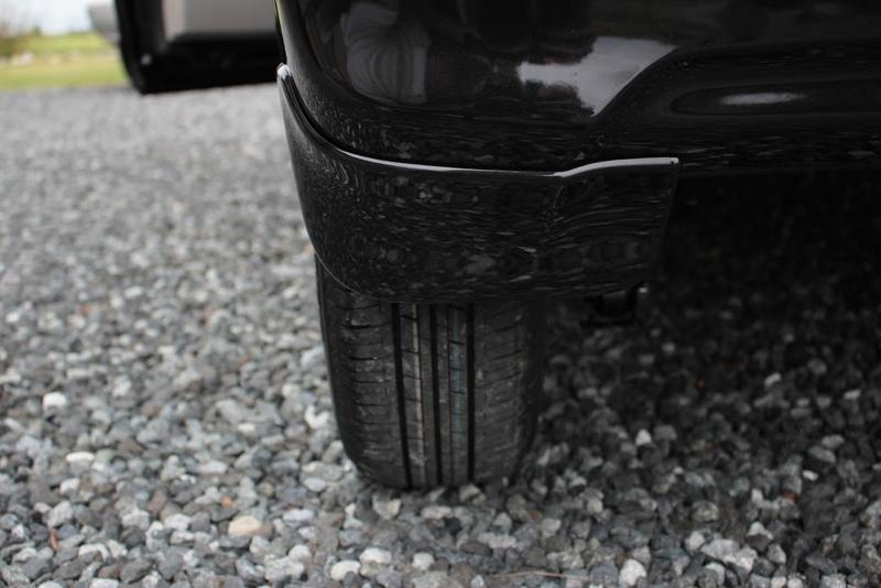 タントXターボSA[DBA-LA600S]の後輪のマッドガードの取り付け後を後ろから撮影