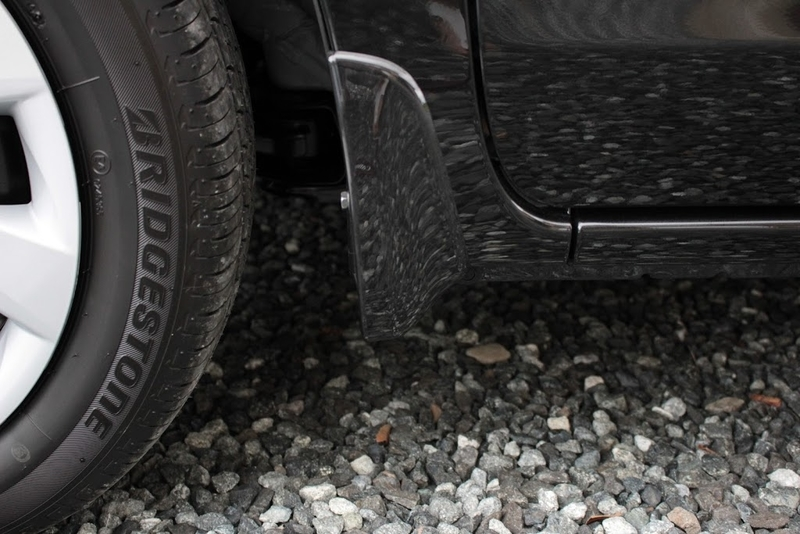 タントXターボSA[DBA-LA600S]の前輪のマッドガードの取り付け後を横から撮影。