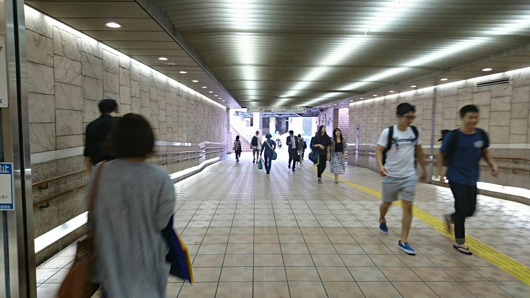 2017.10.12 東京 (106) 三軒茶屋 - 世田谷線への連絡通路 1850-1040
