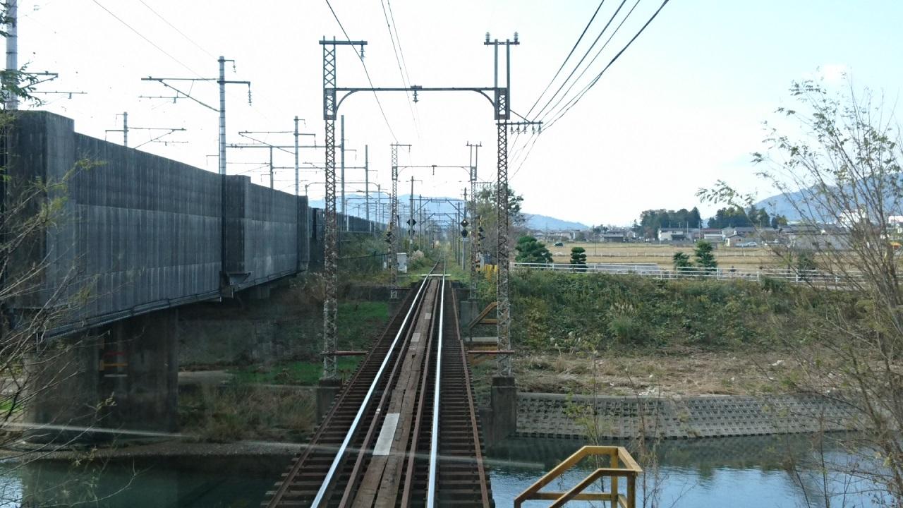 2017.11.17 八日市 (21) 貴生川いきふつう - 宇曽川をわたる 1280-720