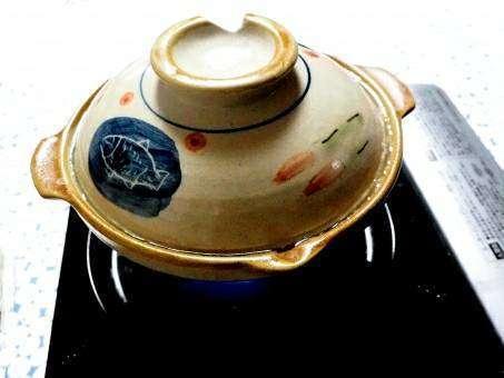 カセットコンロの上に土鍋をセット