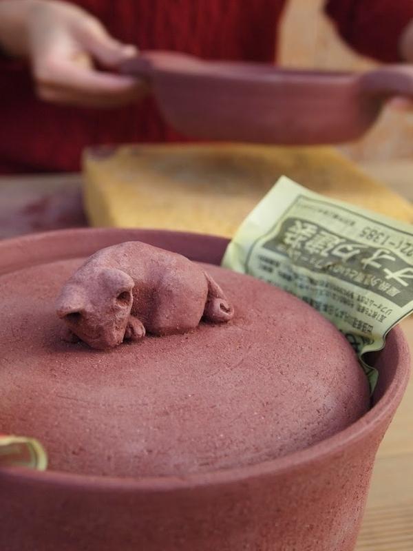 土鍋、つまみの猫