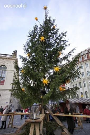ドイツ・シンプルなクリスマスツリー