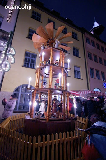 クリスマスマーケット・木製のピラミッド