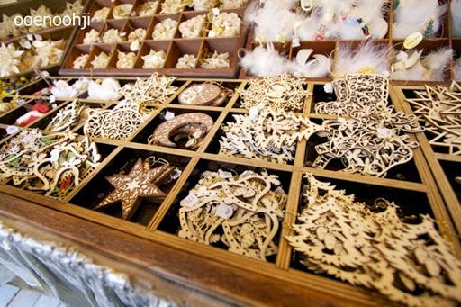 クリスマスマーケット・木製のオーナメント