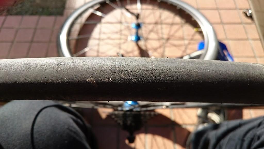 タイヤ交換前のFUJI Paletteのタイヤの写真