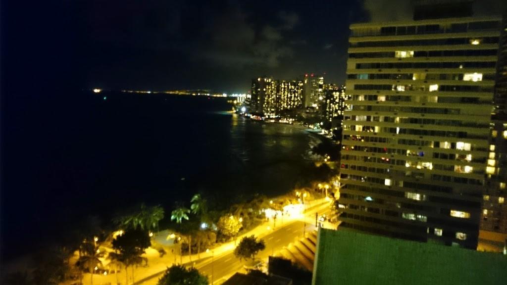 ハワイ 夜のワイキキビーチの写真1