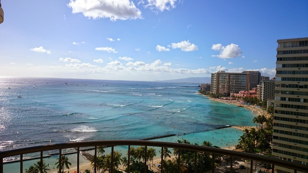 ハワイ 日中のワイキキビーチの写真2