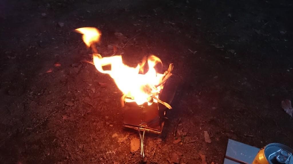 ネイチャーストーブで焚き火の写真