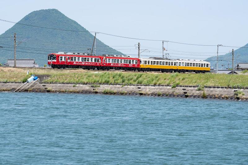 180505 讃岐富士と赤い電車