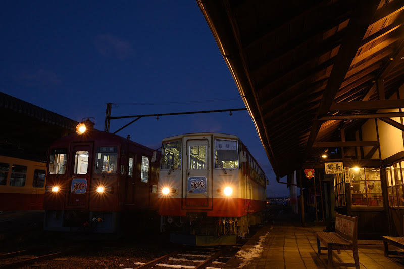 181215 夕暮れの若柳駅ホームと保存車両
