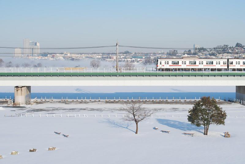 180122 雪晴れの多摩川橋梁