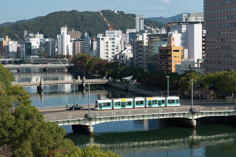 191109 コートホテルから見た京橋川と広電5100