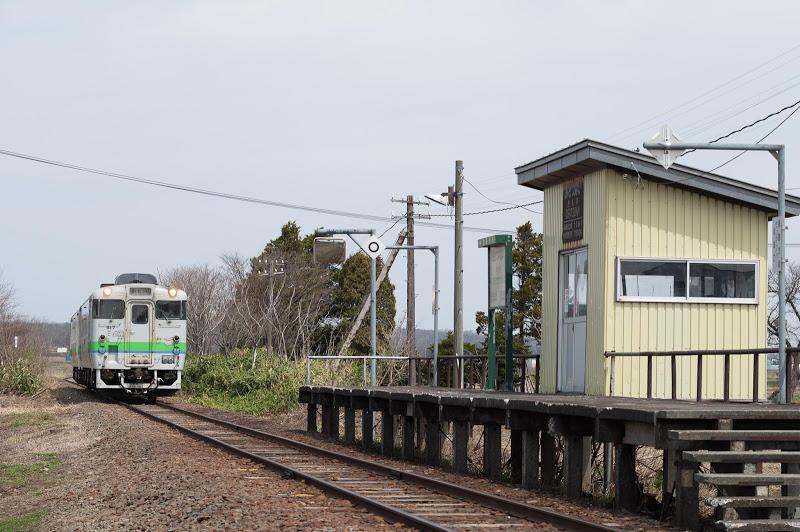190430 上り列車の入る於札内駅