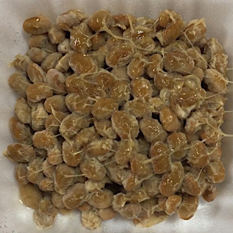 「超小粒鶴の子納豆」の中の納豆の画像