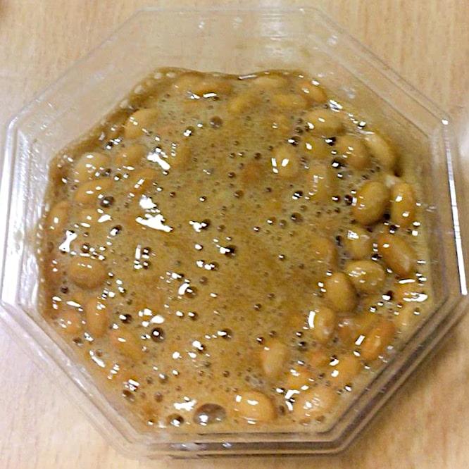 「つゆだくわさび小粒」のつゆ・わさび・納豆の全部を混ぜた画像
