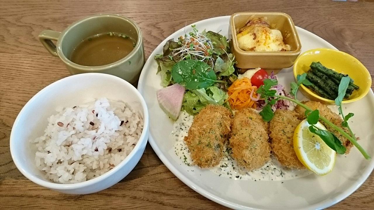 2017.6.30 Three Little Birds Cafe (7) カキフライ中心のばんごはんプレート 1280-720
