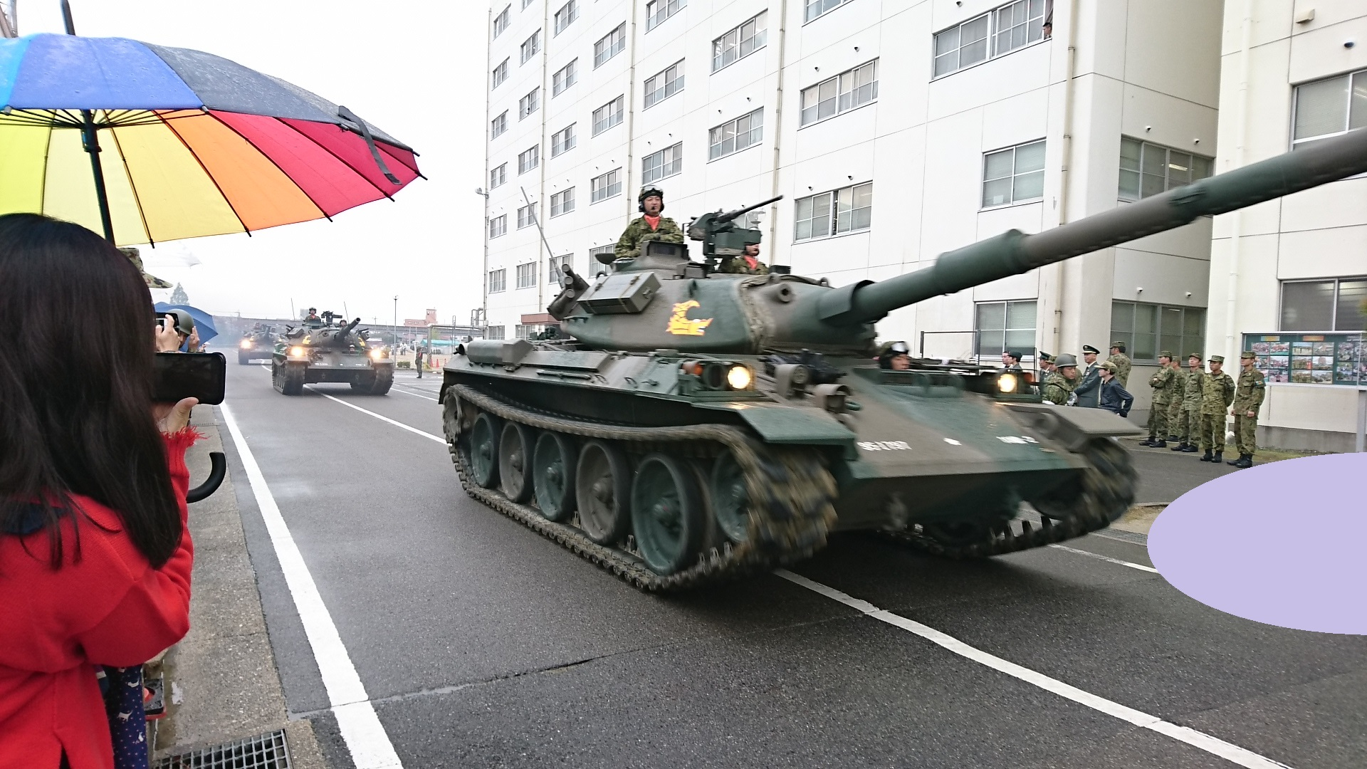 2017.10.28 守山駐屯地 (31) 74式戦車の行進 1920-1080