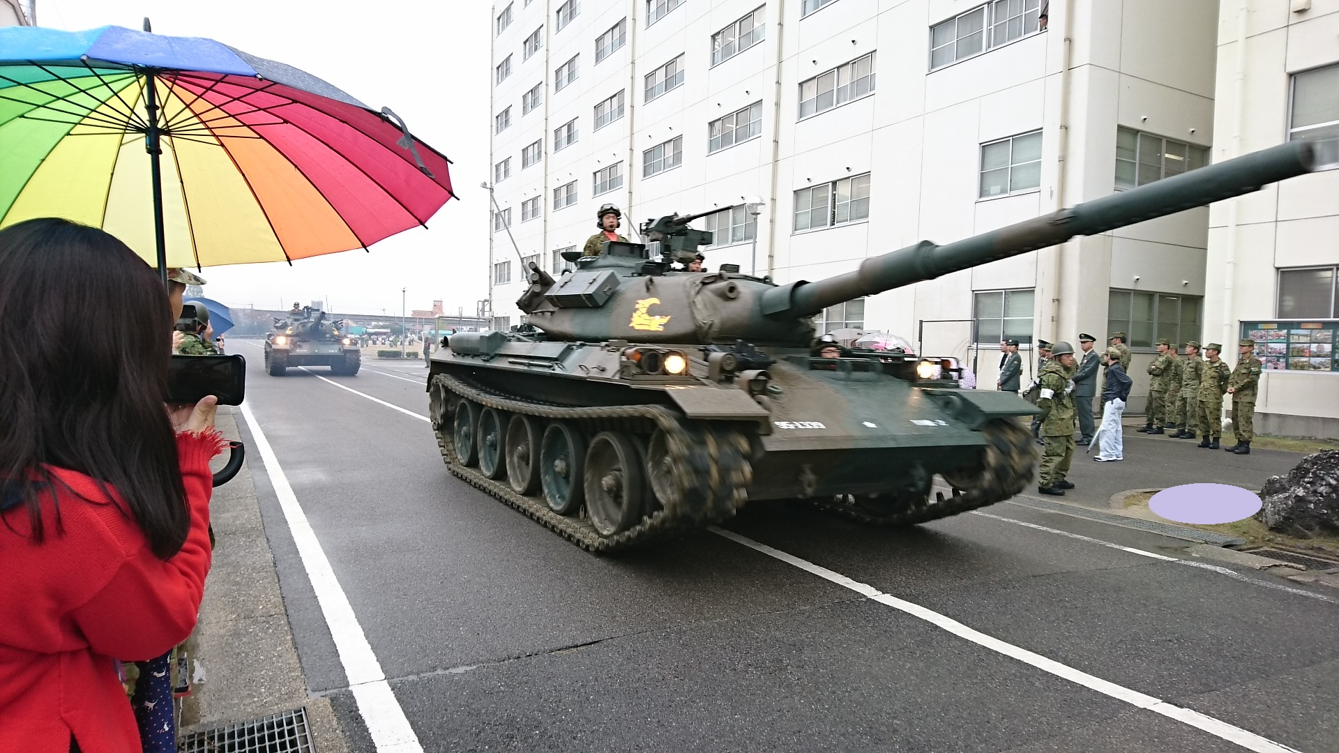 2017.10.28 守山駐屯地 (32) 74式戦車の行進 1920-1080