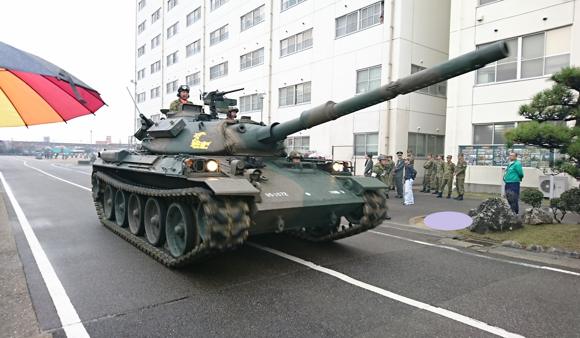 2017.10.28 守山駐屯地 (33) 74式戦車の行進 1850-1080